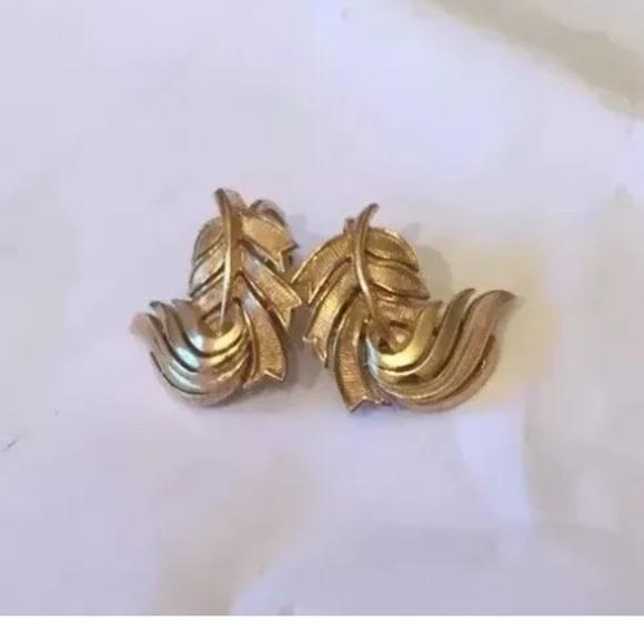 Vintage Crown Trifari Goldtone Leaf Bracelet Earrings Set Midcentury Demi Parure Chunky Goldtone Leaf Clip On Earrings and Link Bracelet